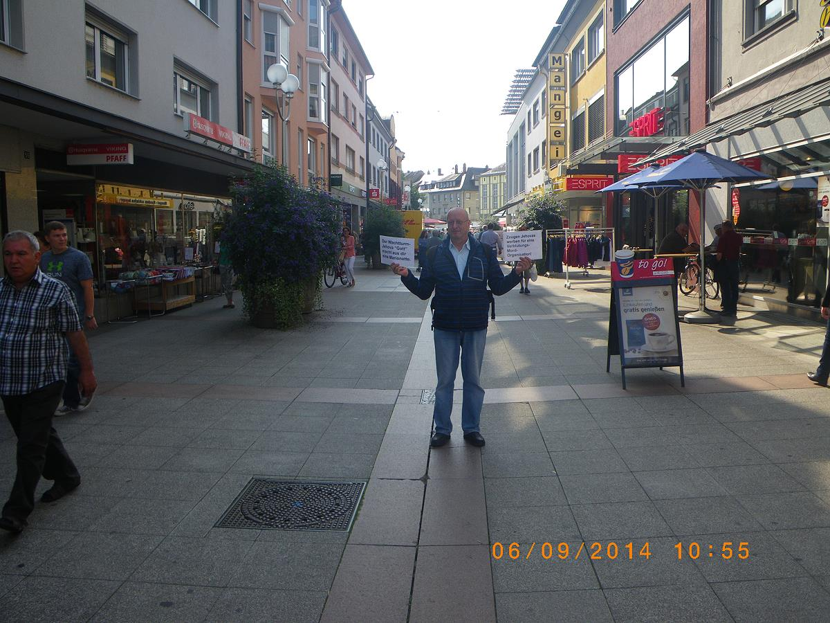 Jehovah's Witness in Bruchsal shows his back to express his contempt