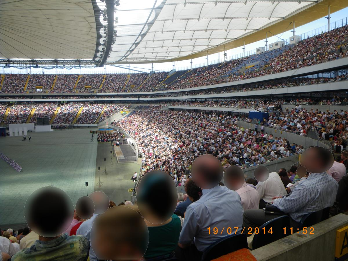 Congress Frankfurt - unbearable heat, nerve-racking loud speakers, many tortured faces