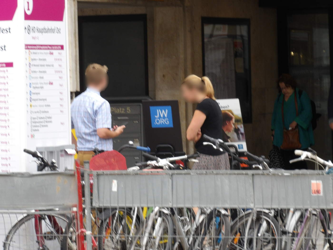 Jehovah's Witnesses at Heidelberg Central Station or how to successfully touch a Witness as a male Jehovah's Witness