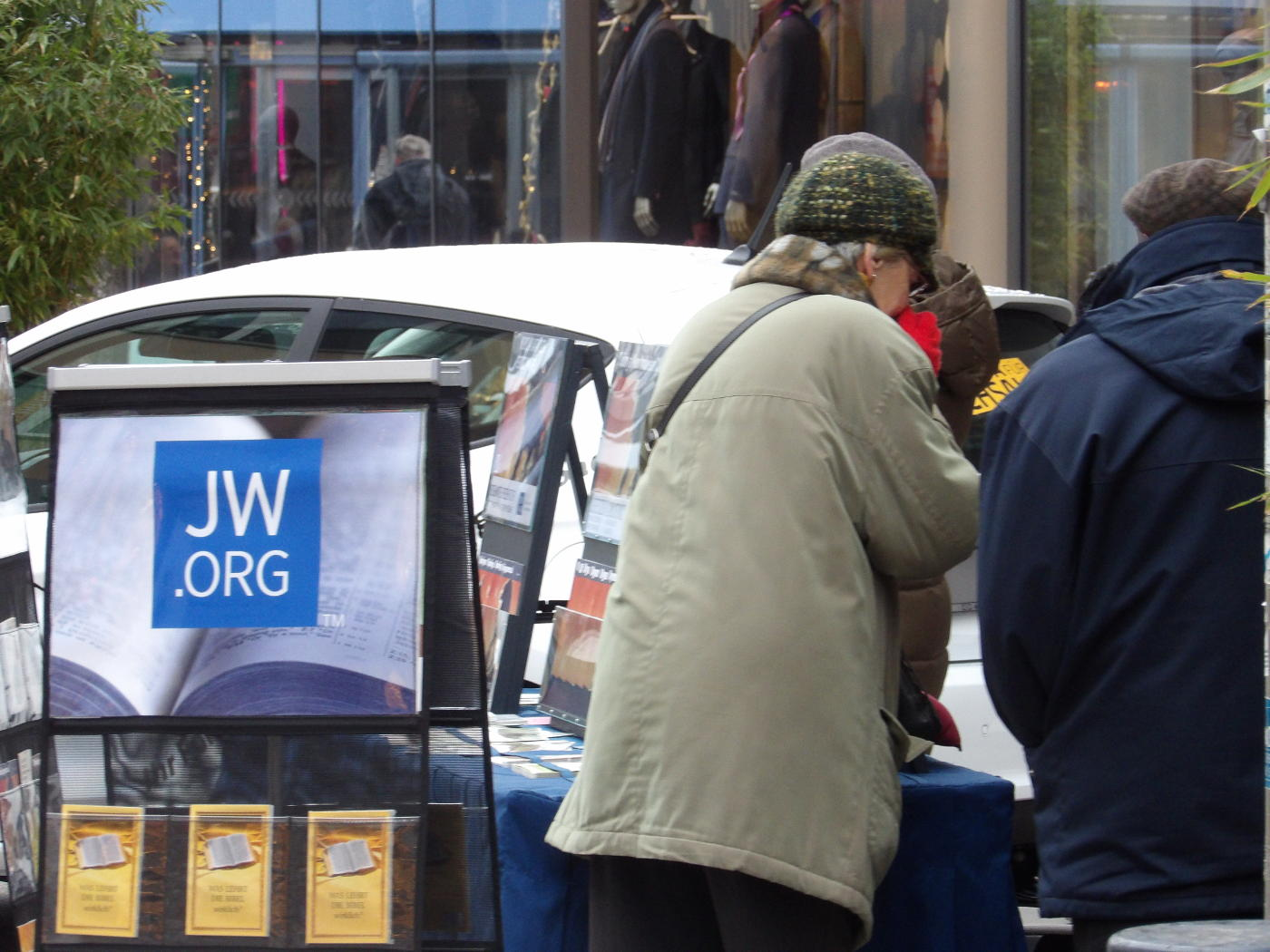 Jehovah's Witnesses Without Insight - No Chance, You Can Talk Better With a Wall